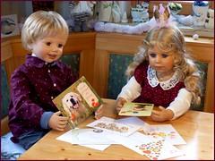 So viele Geburtstagskarten ! / So many birthday cards ! (ursula.valtiner) Tags: puppe doll luis bärbel künstlerpuppe masterpiecedoll geburtstag birthday geburtstagskarte birthdaycard