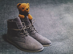 It's cozy / Ist doch gemütlich (ingrid eulenfan) Tags: lookingcloseonfriday shoes schuhe teddy bar stillleben stilllife 30mm bonniebears maskottchen