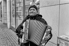 THE ACCORDIONIST (NorbertPeter) Tags: man street people portrait music musician spontaneous city outdoor urban köln germany sony ilce7 streetphotography streetportrait streetmusician monochrome bw blackandwhite accordion dxophotolab hdr allrightsreserved© fullframe busker buskers ©norbertpeter