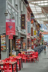 Food street in Chinatown, Singapore (UweBKK (α 77 on )) Tags: singapore southeast asia sony alpha 77 slt dslr island state city urban travel food street chinatown restaurant table chair dining lunch eat shop house meal