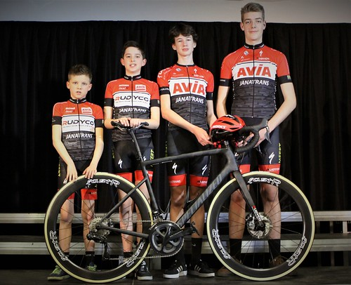 Clubfoto per categorie en teamfiets