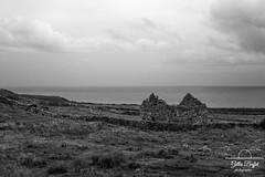 décrépitude (gopillentes) Tags: balina irlande killcumin ireland pierres stones bw noirblanc wildatlanticway