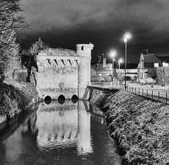 Cambrai, la tour des Arquets (PATRICK skorzec) Tags: architecture cambrai escaut fujixt3 hautsdefrance lampadaire lumière nocturne noiretblanc patrimoine personne tourdesarquets
