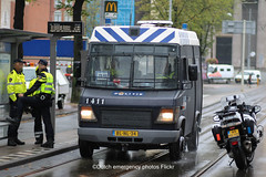 Dutch riot police Mercedes-Benz Vario (Dutch emergency photos) Tags: politie polit politi politiet politia police policia polici policie polizei polizi polizie polizia polis polisi polisie polisia politievoertuig politievoertuigen politiewagen policevehicle policevehicles vehicle vehicles voertuig voertuigen blauw blue licht light lightbar lichtbalk lichtbak 999 911 112 nederland nederlands nederlandse netherlands netherland dutch emergency photo photos foto fotos amsterdam amstelland amsterdams amsterdamse mercedes benz mercedesbenz vario riot riotpolice me mobiele eenheid 1411 blnl34 65mghd