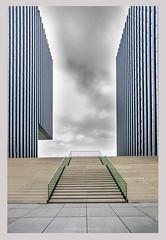 L i n e s (AnnaPileaFotografie) Tags: düsseldorf modernarchitecture architecture lines hyattregency hyatthotel annapileafotografie anitamartin