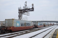 Maersk containers (Michael Berry Railfan) Tags: cn canadiannational cn327 dorval montreal train freighttrain maersk