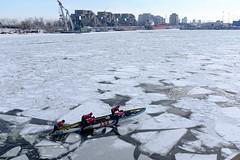 Ice canoeing (Papaye_verte) Tags: race course canoe glace ice port harbor harbour canada québec montréal canotàglace icecanoeing