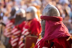 Mittelalterliche Soldaten vor einem Kampf bei einem Reenactment-Event