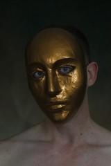 (Un)hide # 1 (just.Luc) Tags: mask masker masque maske gold goud or doré verguld vergoldet gilded man male homme hombre uomo mann