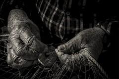 Manos de pescador. (ZAPIGATA) Tags: byn bn bw monocromo monochrome hands manos elcaboenfotos zapigata