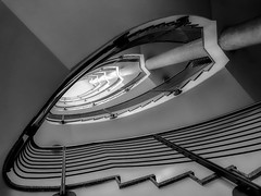 "another spiral No. ""?"" :-) (Blende1.8) Tags: spiralstaircase stair stairs staircase staircases monochrome mono monochrom schwarzweiss noir treppenauge modernarchitecture building officebuilding banister handlauf steps stufen wendeltreppe treppenhaus iphone8plus"