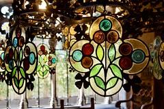 Casa Ametller (1898-1900). Arquitecte: Puig i Cadafalch (1867-1956). Modernisme, Barcelona. (heraldeixample) Tags: vitrall vitral vitraller design rigalt glasgemälde stainedglass witraż beirateakvitrail gloinedhaite ステンドグラス mtebbgħinħġieġ 彩色玻璃 กระจกหุง stainedglasswindow ngc heraldeixample bcn barcelona spain espanya españa spanien catalunya catalonia cataluña catalogne catalogna arquitectura architecture architekture pensaernïaeth 架构 arkitektur architettura สถาปัตยกรรม arkitettura modernisme artnouveau modernstyle tiffany jugendstil sezessionstil wienersezession stile900 floreale liberty puigicadafalch casaametller ametllerhouse albertdelahoz