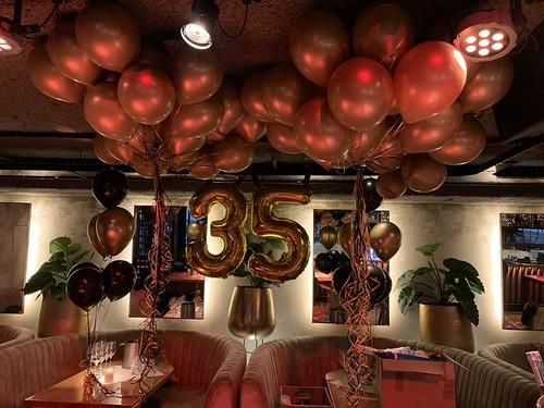 Heliumballonnen Dennis 35 jaar optreden Guido van de Graaf, Wolter Kroes, Tino Martin, Gerard Joling, Lil Kleine Cafe in the City Rotterdam