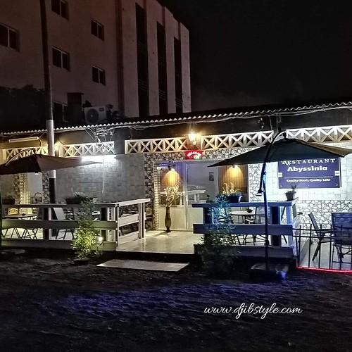 Amateur de cuisine éthiopienne? Le restaurant Abyssinia est une des meilleures adresses que je puisse vous conseiller !!! . . . #travelphotograhy #travel #Djibouti #Weekend #Eastafrica #nightlife #Night #whereisthisplace  #Africa #restaurant #ethiopiancui