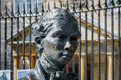 Bronze statue (Lense23) Tags: sidelight crazytuesday statue edinburgh art artwork kunst scotland schottland