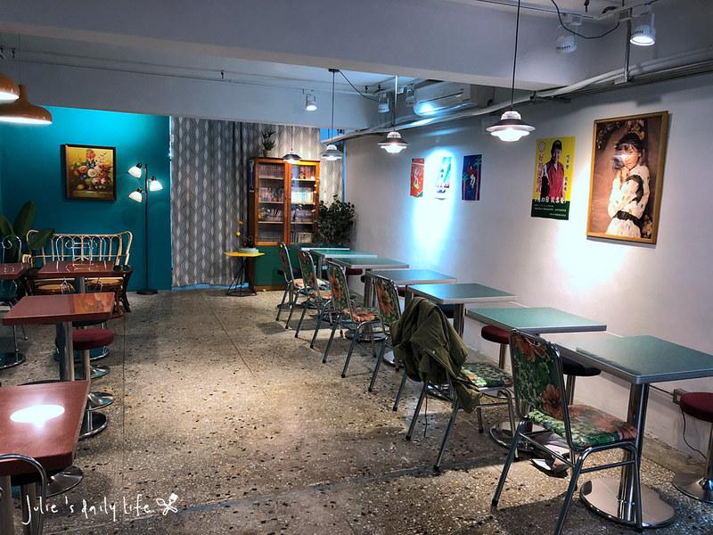 不限時,冰店,創意冰品,可口月鳥,咖啡店,晴子冰室,板橋,江子翠,貓咪,附插座,雞蛋糕,飲料 @跟著Julie一起走吧