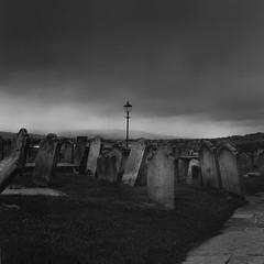 Whitby (RoryO'Bryen) Tags: whitby graveyard roryobryen copyrightroryobryen rolleiflex28d dark sky blackandwhite biancoenero blancoynegro noiretblanc film analoguephotography 120mm kodaktrix