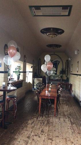 Tafeldecoratie 5ballonnnen Cafe Restaurant Courzand Rotterdam