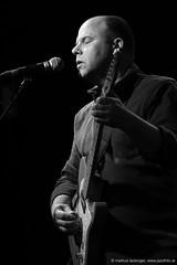 David Grubbs: guitar, vocals; (jazzfoto.at) Tags: portrait sony sonyalpha sonyalpha77ii sonya77m2 wwwjazzfotoat wwwjazzitat jazzitmusikclubsalzburg jazzitmusikclub jazzfoto jazzphoto jazzphotographer markuslackinger jazzinsalzburg jazzclubsalzburg jazzkellersalzburg jazzclub jazzkeller jazz jazzlive livejazz konzertfoto concertphoto liveinconcert stagephoto greatjazzvenue downbeatgreatjazzvenue salzburg salisburgo salzbourg salzburgo austria autriche blitzlos ohneblitz noflash withoutflash concert konzert concerto concierto sw bw schwarzweiss blackandwhite blackwhite noirblanc biancoenero blancoynegro zwartwit pretoebranco retrato portret ritratto portrét