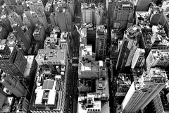 Another bird's eye view (jaume zamorano) Tags: blackandwhite blancoynegro blackwhite blackandwhitephotography blackandwhitephoto bw d5500 lines monochrome monocromo noiretblanc nikon nikonistas nyc ny nycity newyork pov street streetphotography streetphoto streetphotoblackandwhite streetphotograph urban urbana view