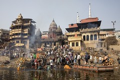 Varanasi - Burning Ghat (Rolandito.) Tags: asia asie asien india inde indien benares varanasi ganga ganges river burning ghat