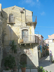 Godfather tour  #29 (jimsawthat) Tags: architecture architecturaldetails balcony village forzadagro sicily italy godfathertour
