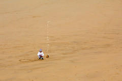 Travaux publics / Public works (Thierry De Neys - Photographies) Tags: thierrydeneys plage strand beach sable zand enfant child kind sand jouet toy