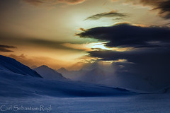 Zwielicht (Urschner Bär) Tags: ciel himmel montagnes berge uri snow suisse paysage nubes montañas crépuscule abend oberalppass nieve neige couleurskturi urserental andermatt landscape noche mountains evening suiza nuit nuages dusk clouds anochecer sky paisaje schnee landschaft schweiz invierno hiver farben colors switzerland colores winter wolken cielo