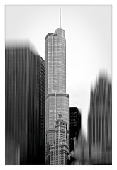 Chicago's buildings (Jean-Louis DUMAS) Tags: architecture chicago lignes géométrique abstrait architecte architect abstract abstraction art artist artiste artistique bw building bâtiment nb noiretblanc black white noir photos noireblanc blanc tour tower blackandwhite blackwhite blackwhitephotos noirblanc