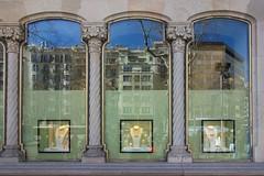Les columnes de la Casa Ametller (1898-1900). Arquitecte: Puig i Cadafalch (1867-1956). Modernisme, Barcelona. (heraldeixample) Tags: heraldeixample bcn barcelona spain espanya españa spanien catalunya catalonia cataluña catalogne catalogna arquitectura architecture architekture pensaernïaeth 架构 arkitektur architettura สถาปัตยกรรม arkitettura modernisme artnouveau modernstyle tiffany jugendstil sezessionstil wienersezession stile900 floreale liberty puigicadafalch casaametller ametllerhouse columnes columnas columns ngc