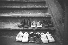 Looking for a good home (Gabriella Ollandini) Tags: analog analogue analogica shoes steps stairs 35mm filmisnotdead filmphotography filmcamera film istillshootfilm ilford streetphotography street urban city texture trainers monochrome bw blackandwhite bwfp brooklyn sidewalk trash retro