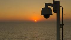 Coucher de soleil, sunset - Koningsdam, Caraïbes - 4093 (rivai56) Tags: coucher de soleil près du lampadaire sunset near lamppost coucherdesoleil koningsdam caraïbes 4093 mer sea cruise ship