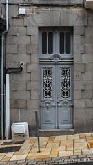 Rue Levavasseur, Dinard (Ivan van Nek) Tags: dinard illeetvilaine france bretagne breizh 35 frankrijk frankreich nikon nikond7200 d7200 sigma1770 doorsandwindows ramenendeuren portesetfenêtres fenster tür architecture architectuur architektur ruelevavasseur