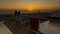 Coucher de soleil, sunset - Koningsdam, Caraïbes - 4091 (rivai56) Tags: coucherdesoleil sunset koningsdam caraïbes 4091 promenade sur la piste de course du bateau pendant le coucher soleil hollandamericaline