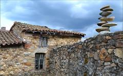 Equilibrio (Luisa Gila Merino) Tags: zen piedra casa ventanas leónprovincia carande cieloazul mundorural nubes tejado equilibrio tejados
