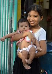 cute girl with baby (the foreign photographer - ฝรั่งถ่) Tags: nov12014nikon cute girl baby khlong lard phrao portraits bangkhen bangkok thailand nikon d3200