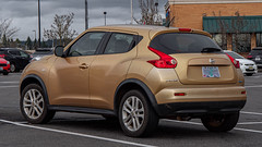 2013 Nissan Juke (mlokren) Tags: 2020 car spotting photo photography photos pic picture pics pictures pacific northwest pnw pacnw oregon usa vehicle vehicles vehicular automobile automobiles automotive transportation outdoor outdoors 2013 nissan juke suv cuv crossover gold