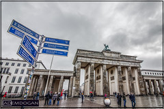 BERLIN BRANDENBURGER (01dgn) Tags: berlin brandenburgertor almanya deutschland germany travel hauptstadt streetphotography perspective wideangle weitwinkel canoneos77d