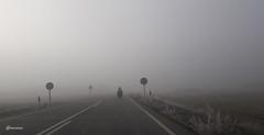 Viaje hacia el misterio (@morenox) Tags: niebla brumas carretera moto laleyendacontinua