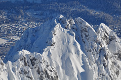 Schlagsahne-Berg (bayernphoto) Tags: bayern bavaria winter garmisch partenkirchen zugspitze alpspitze jubiläumsgrat tiefschnee schnee snow tief mass massen eibsee sonnenstern sonne sun sunny sonnig pulverschnee werdenfelser land waxensteine wetterstein ski country alpen alpine gipfel platt sahne cream icing gap summit