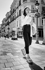 Elegante (Bart van Hofwegen) Tags: woman girl elegant walk street walking phone streetphotography city citystreet citylife citypeople urban urbanphotography urbanlife people monochrome blackandwhite málaga malaga