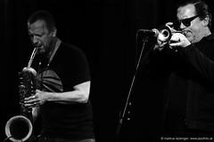 Mats Gustafsson: sax, electronics / Rob Mazurek: trumpet, electronics (jazzfoto.at) Tags: sony sonyalpha sonyalpha77ii sonya77m2 wwwjazzfotoat wwwjazzitat jazzitmusikclubsalzburg jazzitmusikclub jazzfoto jazzphoto jazzphotographer markuslackinger jazzinsalzburg jazzclubsalzburg jazzkellersalzburg jazzclub jazzkeller jazz jazzlive livejazz konzertfoto concertphoto liveinconcert stagephoto greatjazzvenue downbeatgreatjazzvenue salzburg salisburgo salzbourg salzburgo austria autriche blitzlos ohneblitz noflash withoutflash concert konzert concerto concierto sw bw schwarzweiss blackandwhite blackwhite noirblanc biancoenero blancoynegro zwartwit pretoebranco portrait retrato portret ritratto portrét