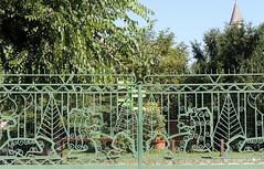 Zoo fence (Shahrazad26) Tags: fence hek barrière zoo tiergarten dierentuin állartkert budapest boedapest hongarije hungary ungarn magyarország