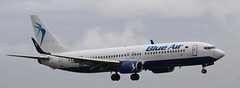 Boeing 737-8K5, Blue Air, provenance Bucarest, YR-BMI (fa5962) Tags: france îledefrance roissy parischarlesdegaulle aéroport avions roissycdg aéroportroissycdg aéroportroissy aéroprtparischarlesdegaulle lfpg boeing 737 7378k5 boeing737 boeing7378k5 yrbmi blueair frédéricadant adant eos760d canon