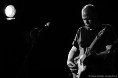 David Grubbs: guitar, vocals; (jazzfoto.at) Tags: sony sonyalpha sonyalpha77ii sonya77m2 wwwjazzfotoat wwwjazzitat jazzitmusikclubsalzburg jazzitmusikclub jazzfoto jazzphoto jazzphotographer markuslackinger jazzinsalzburg jazzclubsalzburg jazzkellersalzburg jazzclub jazzkeller jazz jazzlive livejazz konzertfoto concertphoto liveinconcert stagephoto greatjazzvenue downbeatgreatjazzvenue salzburg salisburgo salzbourg salzburgo austria autriche blitzlos ohneblitz noflash withoutflash concert konzert concerto concierto sw bw schwarzweiss blackandwhite blackwhite noirblanc biancoenero blancoynegro zwartwit pretoebranco portrait retrato portret ritratto portrét