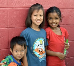 brother and sister with friend (the foreign photographer - ฝรั่งถ่) Tags: three children brother sister friend khlong lard phrao portraits bangkhen bangkok thailand nikon d3200