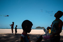 * (Sakulchai Sikitikul) Tags: street snap streetphotography summicron songkhla sony 35mm leica thailand a7s seascape bubble children kid kite silhouette samilabeach