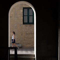 a spasso per il castello (Cosimo Matteini) Tags: naples pen olympus napoli m43 ep5 cosimomatteini mzuiko45mmf18 door light summer woman person castellodellovo aspassoperilcastello