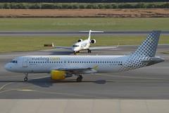 """Vuela y punto"" Vueling Airlines EC-KLB Airbus A320-214 cn/3321 @ LOWW / VIE 20-06-2018 (Nabil Molinari Photography) Tags: vuelaypunto vueling airlines ecklb airbus a320214 cn3321 loww vie 20062018"