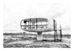 Müther Turm   UFO (herbert thomas hesse) Tags: ufo w hth monochrom bw highkey hell architektur binz ostsee rügen insel seebad ostseebad